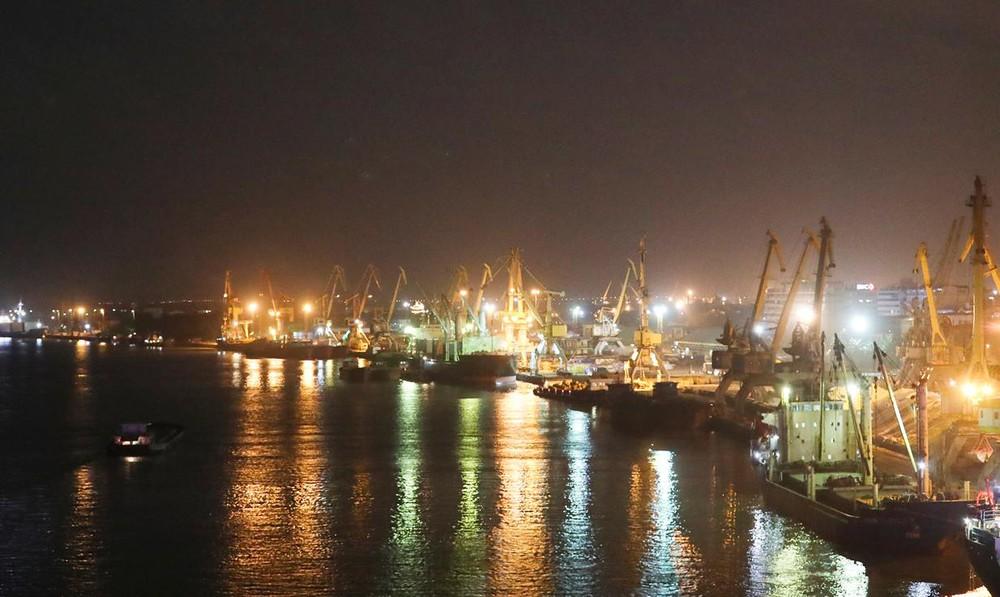 Ứng dụng cột đèn cao áp tại bến cảng