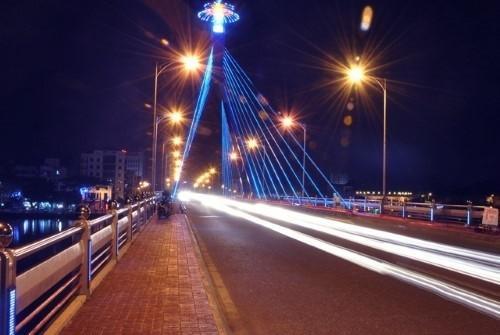 Cột đèn chiếu sáng cầu đường