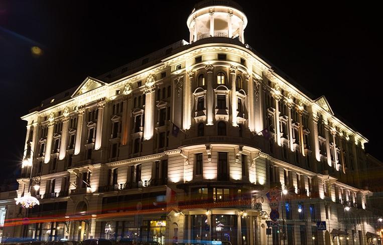 Chiếu sáng mặt tiền tòa nhà đẹp